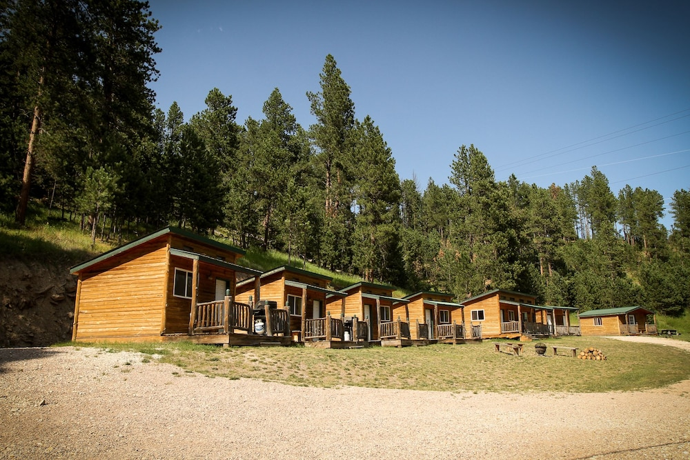 Property Grounds, Cole Cabins
