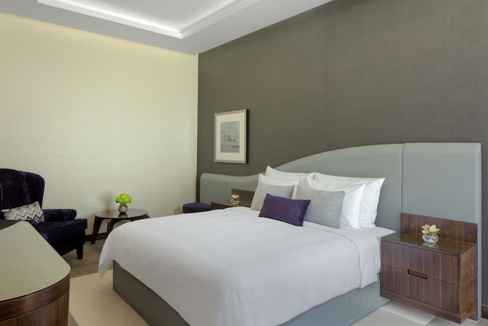 Room, Radisson Blu Hotel Dubai Waterfront