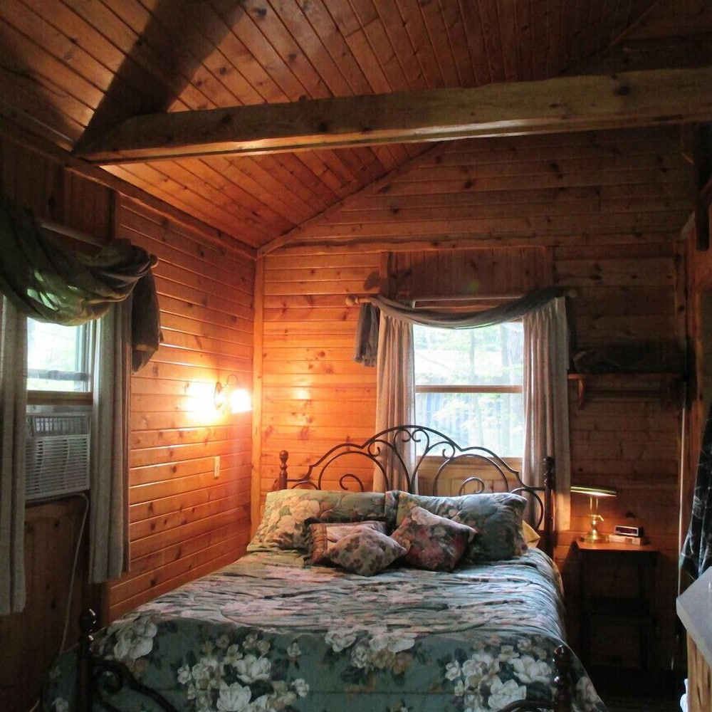 Room, Shire In The Woods