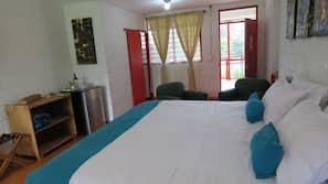 Luxe beddengoed, pillowtop-bedden, een minibar, een kluis op de kamer