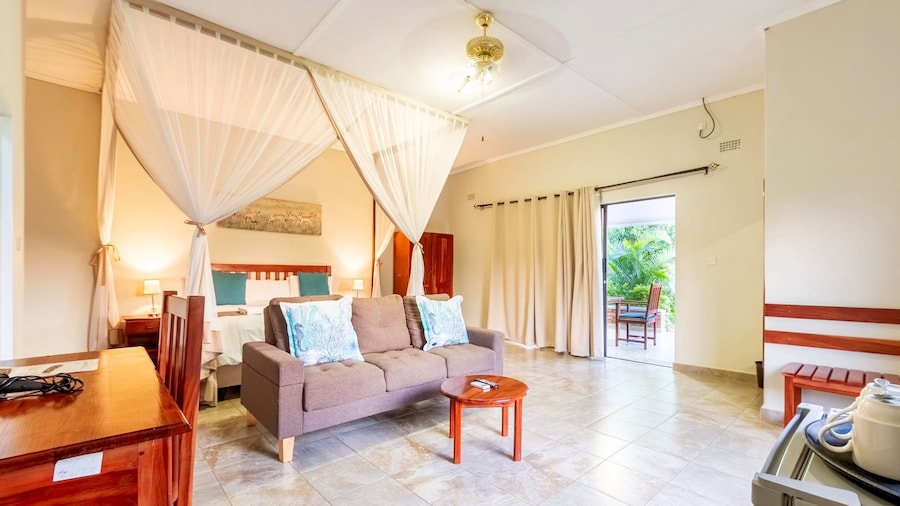 Dzimbahwe Guest Lodge