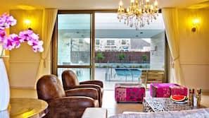 5 Schlafzimmer, Zimmersafe, Schreibtisch, Bügeleisen/Bügelbrett