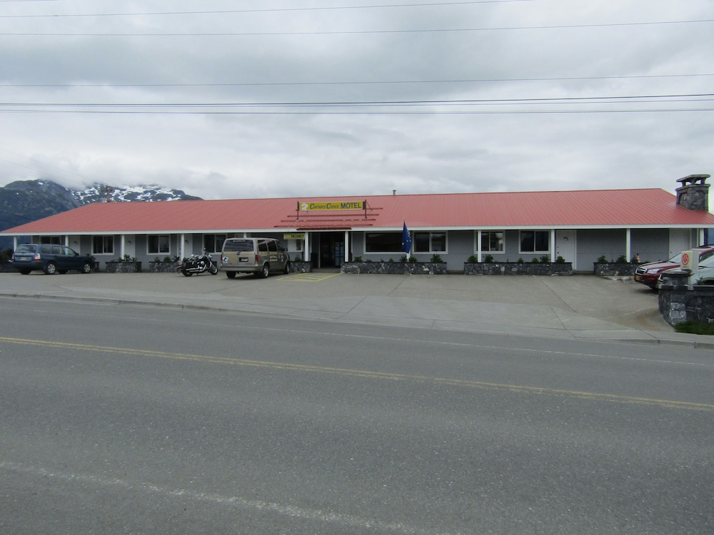 Front of Property, Captain's Choice Motel