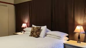 Hypo-allergenic bedding, free WiFi, bed sheets