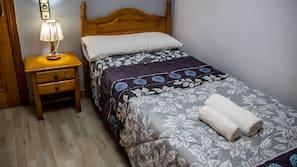 Caja fuerte, escritorio, cortinas opacas y camas supletorias (de pago)