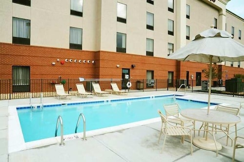 Outdoor Pool, Hampton Inn Gretna