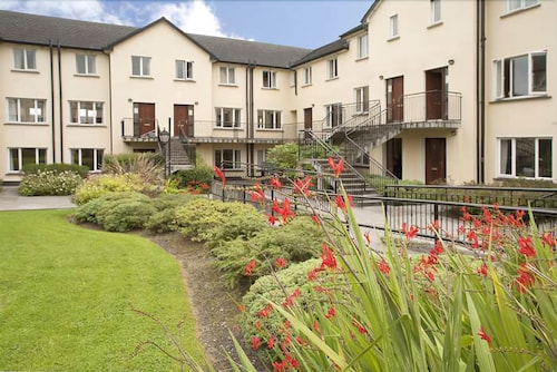 Menlo park apartments galway irl great rates at expedia exterior featured image solutioingenieria Choice Image