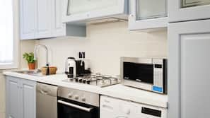 Microwave, oven, hob, coffee/tea maker