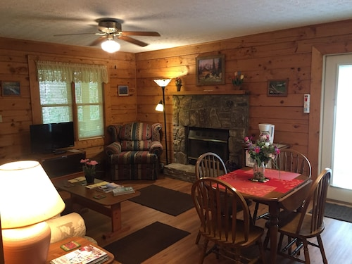 Check Expedia for Availability of Misty Creek Log Cabins