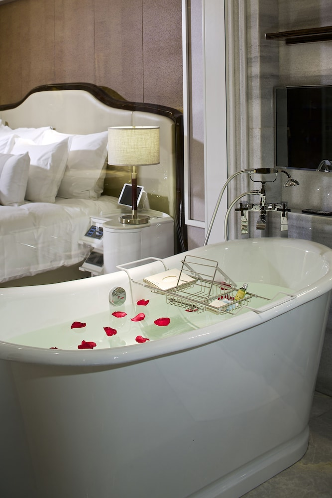 Deep Soaking Bathtub, Grand Bay Hotel Beijing