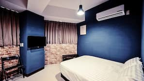 Laptop workspace, blackout curtains, free WiFi, bed sheets