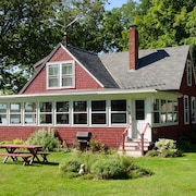 Lake Winnipesaukee-Waterfront - 371 - 3 Br home by RedAwning