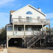 Sue's Seahouse - 5 Br home by RedAwning