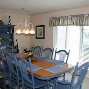Seas The Day - 4 Br home by RedAwning