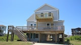 R Beach - 4 Br home by RedAwning - Kitty Hawk Hotels