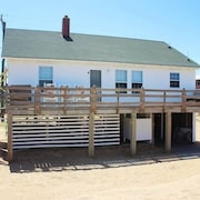 Seaside - 3 Br home by RedAwning