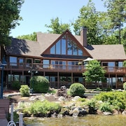Lake Winnipesaukee - Waterfront - 503 - 4 Br home by RedAwning