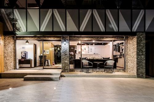RF ホテル リンセン (RF 富裕自由旅店-林森館)