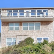 Surfer's View - 3 Br home by RedAwning