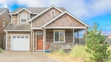 Beach Pine - 4 Br home by RedAwning - Pacific City Hotels