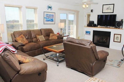 Great Place to stay Sand Dollar - 4 Br home by RedAwning near Corolla