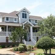 Bach By The Bay - 4 Br home by RedAwning