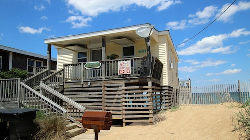 All Sandy - 2 Br home by RedAwning
