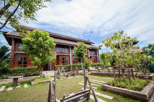 Huen Aumpron Resort