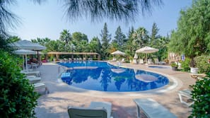 3 outdoor pools, open 8:00 AM to 7:00 PM, pool umbrellas, pool loungers