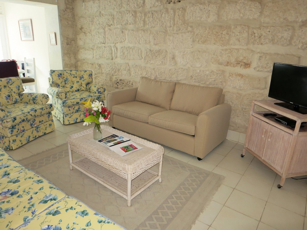 Living Room, Inchcape Seaside Villas