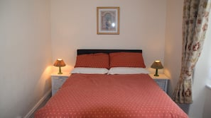 2 bedrooms, individually decorated, iron/ironing board, free WiFi