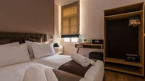 4 bedrooms, Frette Italian sheets, premium bedding, pillowtop beds