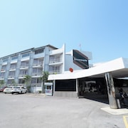 Pachara Hotel and Restaurant