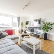 Apartment 409 m From the Center of Hanover With Internet, Parking, Balcony, Washing Machine