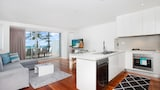 LUXE 8 Beachfront Apartment - Manly Hotels