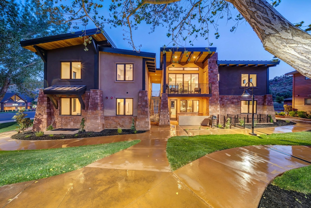 Exterior, LaFave: Luxury Rentals at Zion