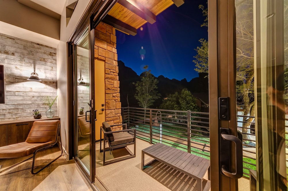 Balcony, LaFave: Luxury Rentals at Zion