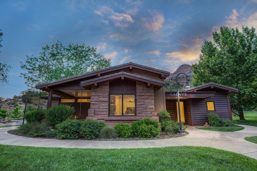 Room, LaFave: Luxury Rentals at Zion