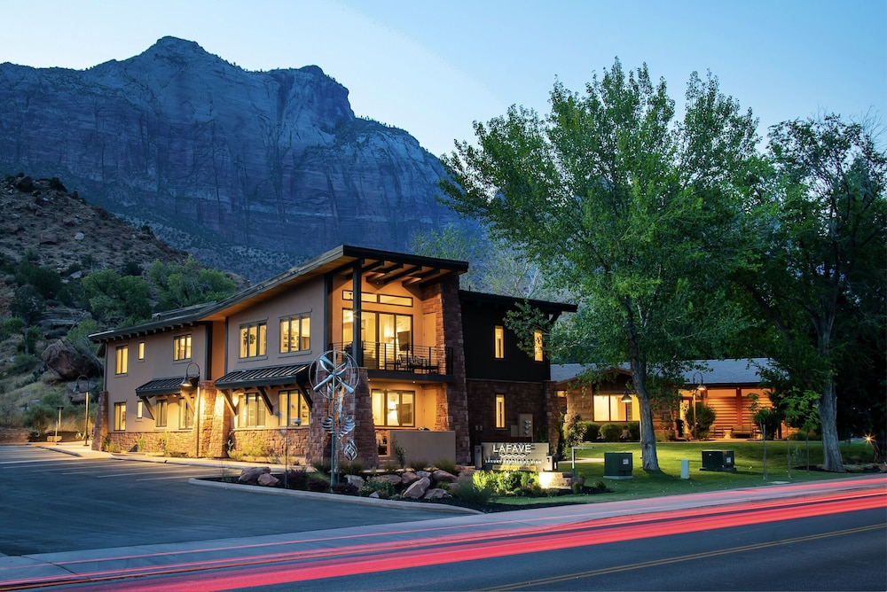 Front of Property - Evening/Night, LaFave: Luxury Rentals at Zion