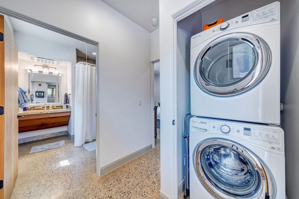 Laundry, LaFave: Luxury Rentals at Zion