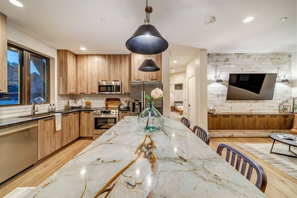 Private Kitchen, LaFave: Luxury Rentals at Zion