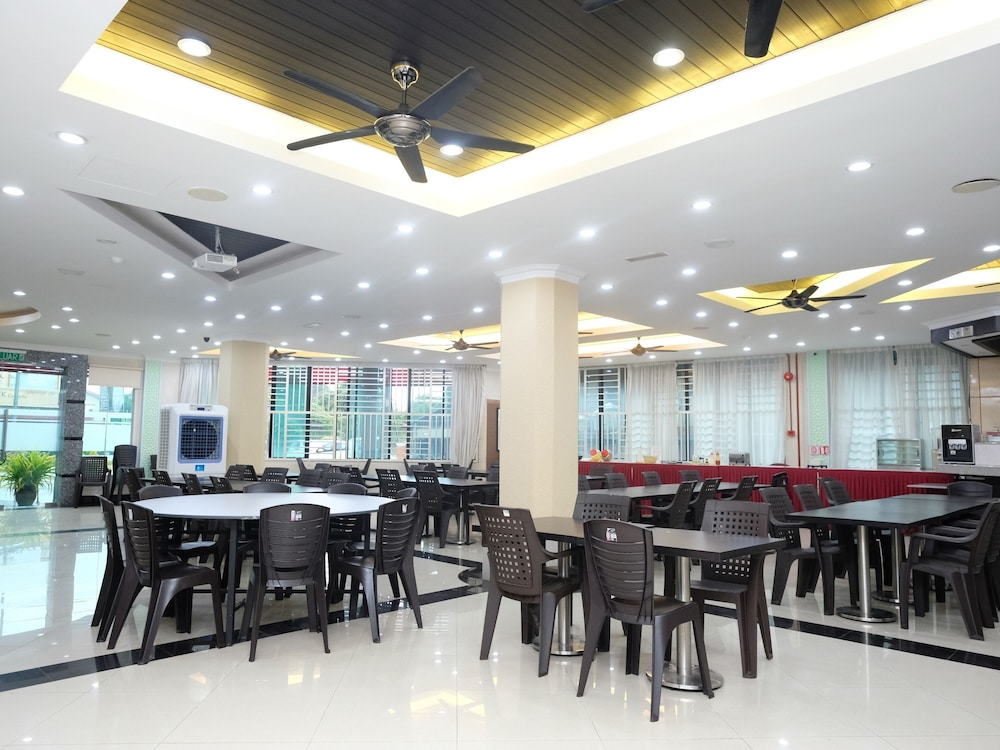 Oyo 558 Rayyan Soffea Hotel In Kota Bharu Hotel Rates Reviews On