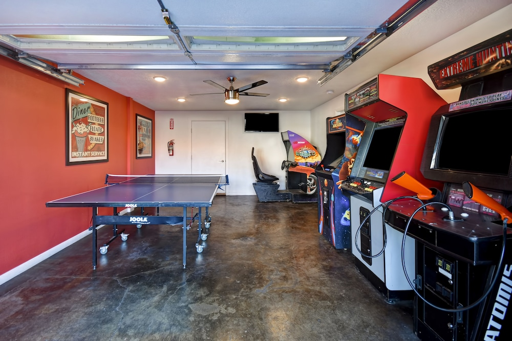Game Room, Expedition Lodge