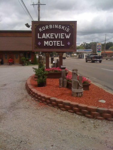 Korbinskis Lakeview Motel