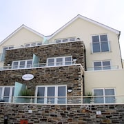 The Beach House & Porth  Sands Apartments