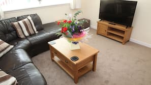 2 bedrooms, iron/ironing board, free WiFi, linens
