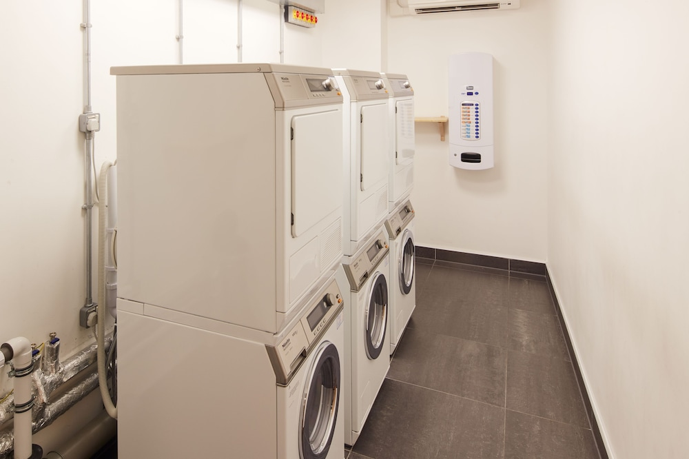 Laundry Room, Marlin Waterloo