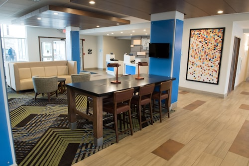 Great Place to stay Holiday Inn Express & Suites Mishawaka - South Bend near Granger