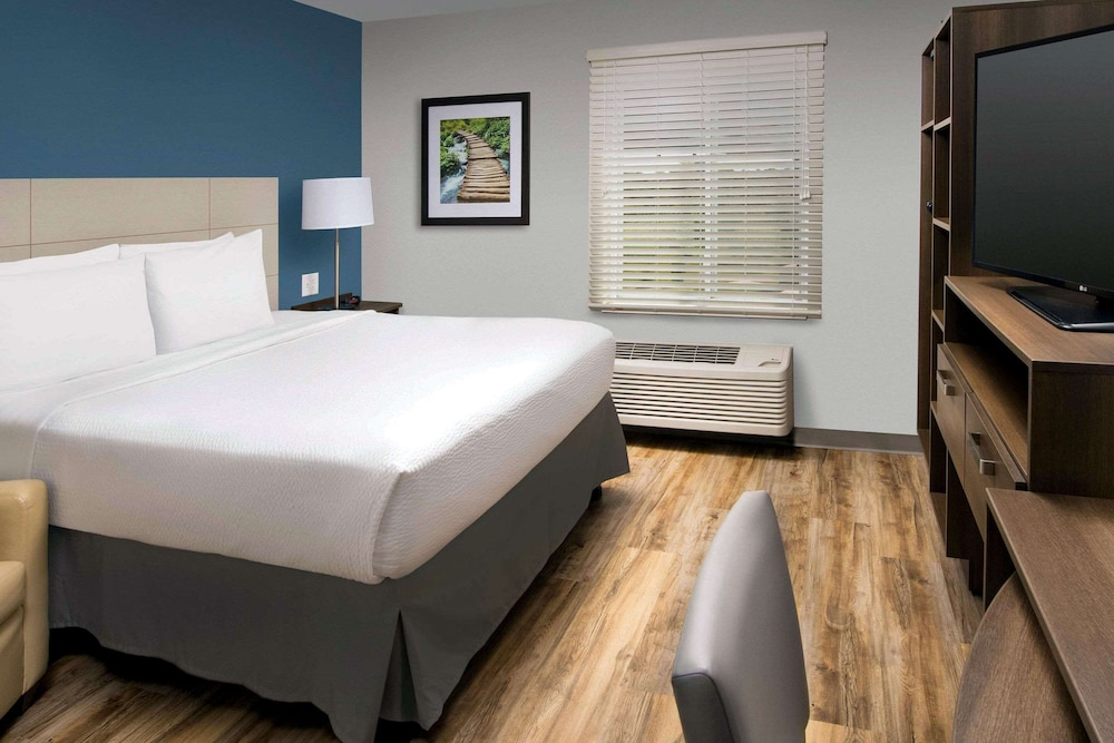 Room, WoodSpring Suites South Plainfield