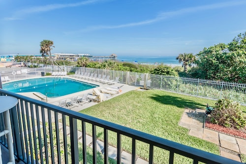 Chateau by the Sea - Stay in Cocoa Beach